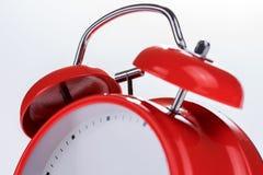 没有数字的老减速火箭的红色闹钟 免版税库存图片