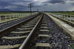 没有火车的长的铁路 免版税库存照片