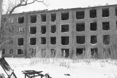 没有窗口的老被放弃的房子 图库摄影