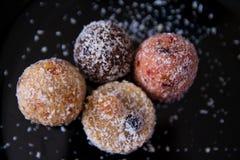 没有糖的甜点用干果子,洒与椰子切削 库存照片