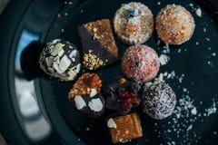 没有糖的甜点用干果子,洒与椰子切削 免版税库存图片