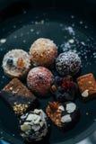没有糖的甜点用干果子,洒与椰子切削 免版税图库摄影