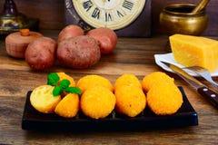 没有肉的食物:土豆油炸圈饼 免版税图库摄影