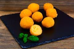 没有肉的食物:土豆油炸圈饼 库存图片
