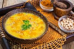 没有肉,素食食物是:汤用鸡豆 免版税图库摄影