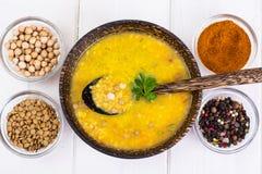 没有肉,素食食物是:汤用鸡豆 图库摄影