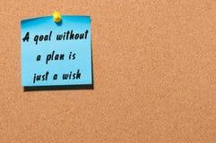 没有计划的一个目标是黑标志写的愿望在蓝色贴纸被别住在布告牌 事务 免版税库存照片