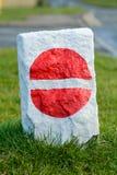 没有词条路标被绘在岩石上 库存照片
