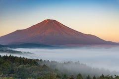 没有雪盖的山富士 免版税库存图片