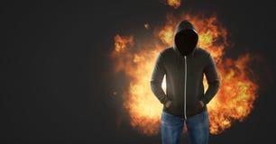 没有面孔和灼烧的火的黑暗的人发火焰 免版税库存图片