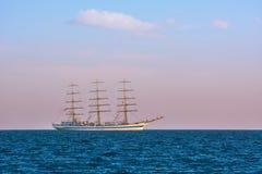 没有风帆的帆船在海 图库摄影