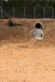 没有水的干水池在夏季 免版税图库摄影