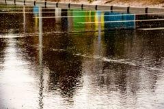 沥青在雨天 免版税图库摄影