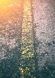 沥青有老标号线的纹理路 室外 库存照片