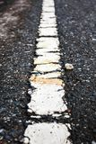 沥青有老标号线的纹理路 室外 免版税库存照片