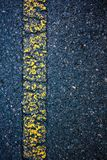 沥青纹理路黄色老标号线 室外 库存照片