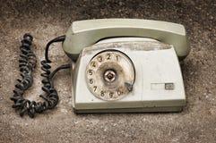 沥青背景被中断的老电话 免版税图库摄影