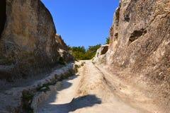 沥青背景路石头适当的阳光纹理 免版税库存照片