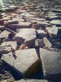 沥青背景路石头适当的阳光纹理 图库摄影
