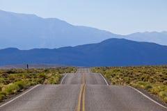 沥青高速公路运输路线路黄色 免版税库存照片