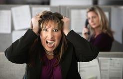 沮丧的办公室工作者 库存照片