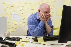 沮丧的办公室工作者 免版税库存图片