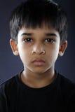 沮丧的印地安小男孩 免版税图库摄影