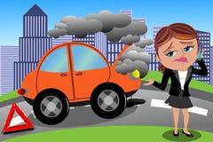 沮丧的妇女打破的汽车 免版税库存图片
