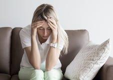 沮丧的少妇 免版税图库摄影