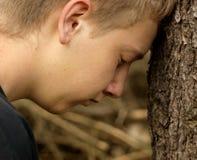沮丧的少年 免版税库存照片