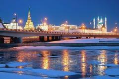 河、桥梁和克里姆林宫 喀山俄国 图库摄影