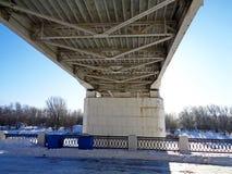 河上的桥乌拉尔 库存照片