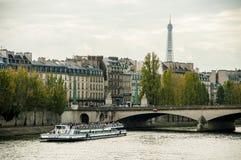 河上的桥塞纳河 库存照片
