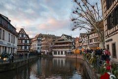 河不适和房子在La小的法国区在斯特拉 库存照片