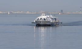 河乘客水翼艇 免版税库存照片