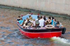 河公共汽车在圣彼德堡 免版税图库摄影