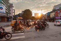 河内拥挤的街早晨 免版税库存照片