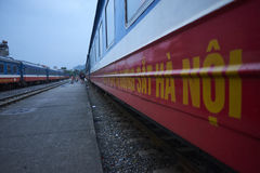 从河内的睡眠者火车 免版税库存图片