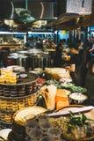 河内,越南- 2019年5月24日:Сooking pho bo汤在越南市场上 越南烹调 免版税库存照片