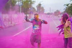 河内,越南- 2015年9月23日:公开颜色在河内首都跑事件 数百人参加了名为Color的快乐的比赛 免版税库存照片