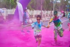 河内,越南- 2015年9月23日:公开颜色在河内首都跑事件 数百人参加了名为Color的快乐的比赛 图库摄影
