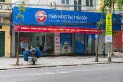 河内,越南- 2015年3月15日:关闭在Lo Duc街道上的西贡商业银行外部正面图  免版税库存图片