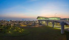 河内,越南- 2015年7月12日:内排国际机场宽看法微明的,最大的机场在北越南, h 库存照片