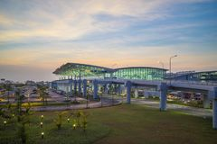 河内,越南- 2015年7月12日:内排国际机场宽看法微明的,最大的机场在北越南, h 免版税库存图片