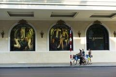 河内,越南- 2014年9月14日:继续前进街道的人们由在吊Bai街道上的Trang连队广场 广场是偶象地标se 库存图片