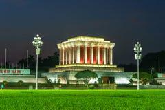 河内,越南- 2016年10月2日:胡志明陵墓在河内市在晚上 库存照片