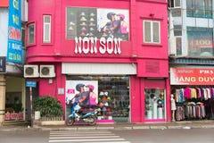 河内,越南- 2015年3月15日:非儿子商店外部门面视图  非儿子是优质摩托车helme的著名名牌 库存照片