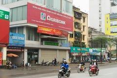 河内,越南- 2015年3月15日:Agribank办公室外视图Xa丹街道的 Agribank是最大的银行在越南用期限 库存图片