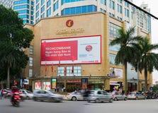 河内,越南- 2014年11月9日:Vincom在Ba Trieu街道的中心Ba Trieu外部门面视图  免版税库存图片