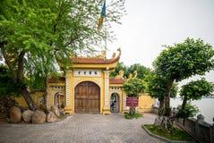 河内,越南- 2015年12月04日:Tran Quoc塔在清早在河内,越南 这座塔位于一个小海岛 库存照片